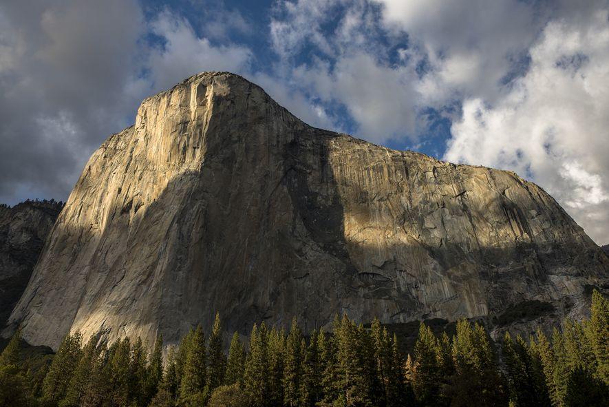 Sombras cobrem o El Capitan, no Parque Nacional de Yosemite, na Califórnia.