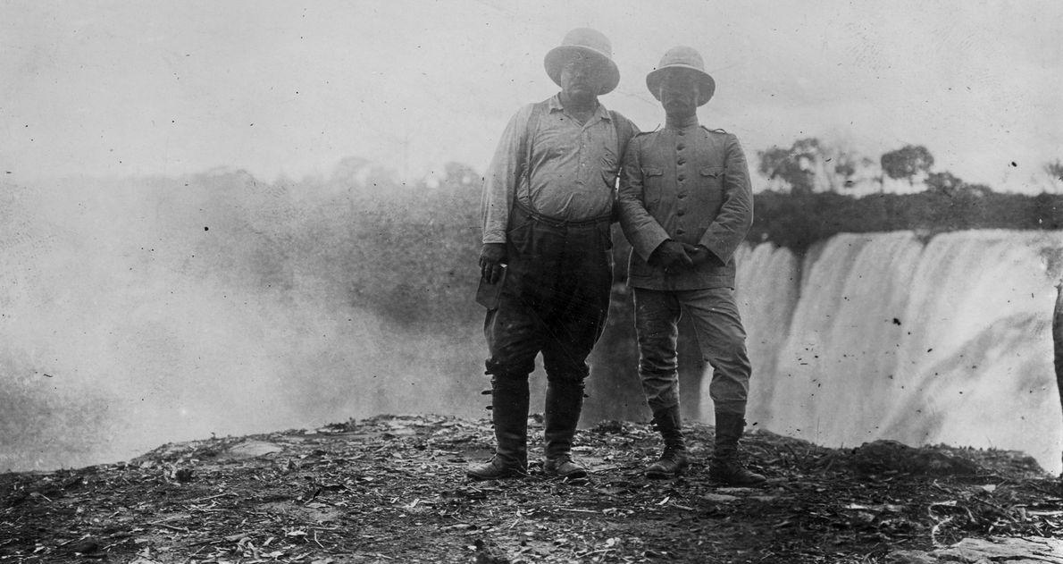 Rondon e Roosevelt posam para foto em frente