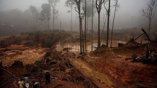O Garimpo do Juma, uma mina de ouro no rio Juma, em Apuí, se espalha por mais ...
