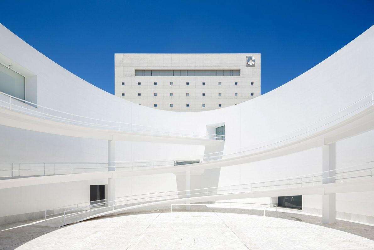 MUSEU DA MEMÓRIA DE ANDALUZIA, ESPANHA  Alberto Campo Baeza projetou o museu da história e cultura de ...