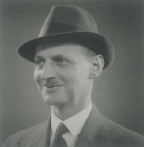 Dos oito judeus detidos em 4 de agosto de 1944, o pai de Anne, Otto Frank, ...