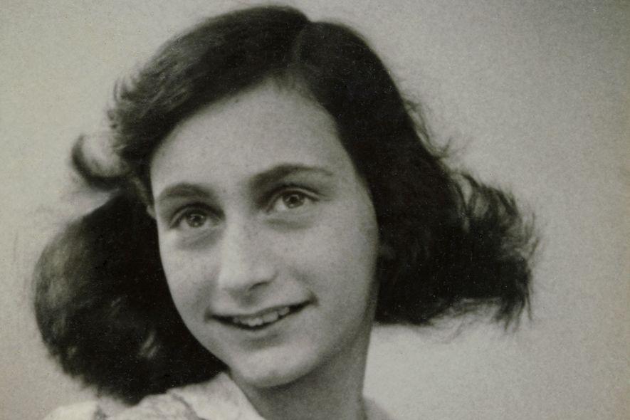Quem traiu a judia Anne Frank e sua família?