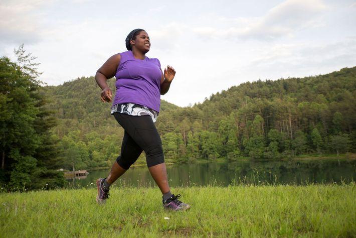 Mirna Valerio corre no lago Blackrock, na Geórgia, EUA. Ao tentar transmitir mensagens corporais positivas para ...