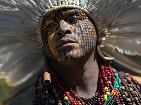 Corrida do ouro ilegal desencadeia ataques a povos indígenas na Amazônia