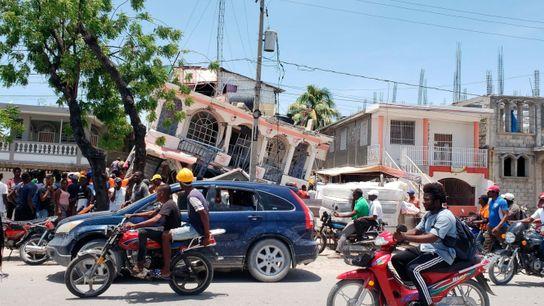 O terremoto de magnitude 7,2 destruiu casas e lojas no sudoeste do Haiti, mas o impacto ...