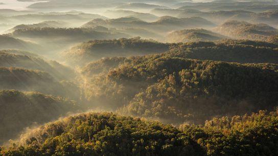 Os Montes Apalaches no sudeste dos Estados Unidos estão encolhendo lentamente devido à erosão causada pelo ...