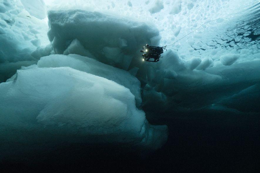 Um veículo operado remotamente pela Nasa investiga as águas sob as antigas camadas de gelo no ...