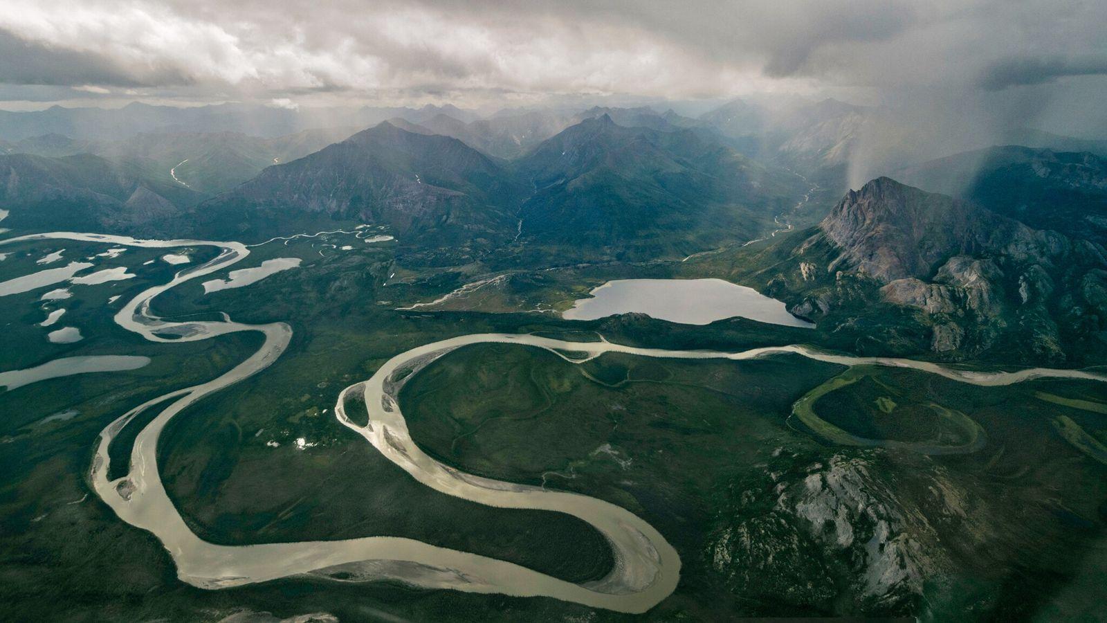 Vista da cordilheira central de Brooks, no Alasca, próximo ao Refúgio Nacional de Vida Selvagem do ...