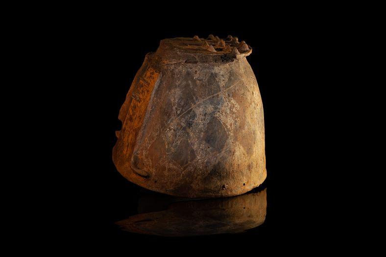 Essas cavernas podem ter sido locais sagrados ou 'necrópoles' – a deposição das urnas nos salões ...
