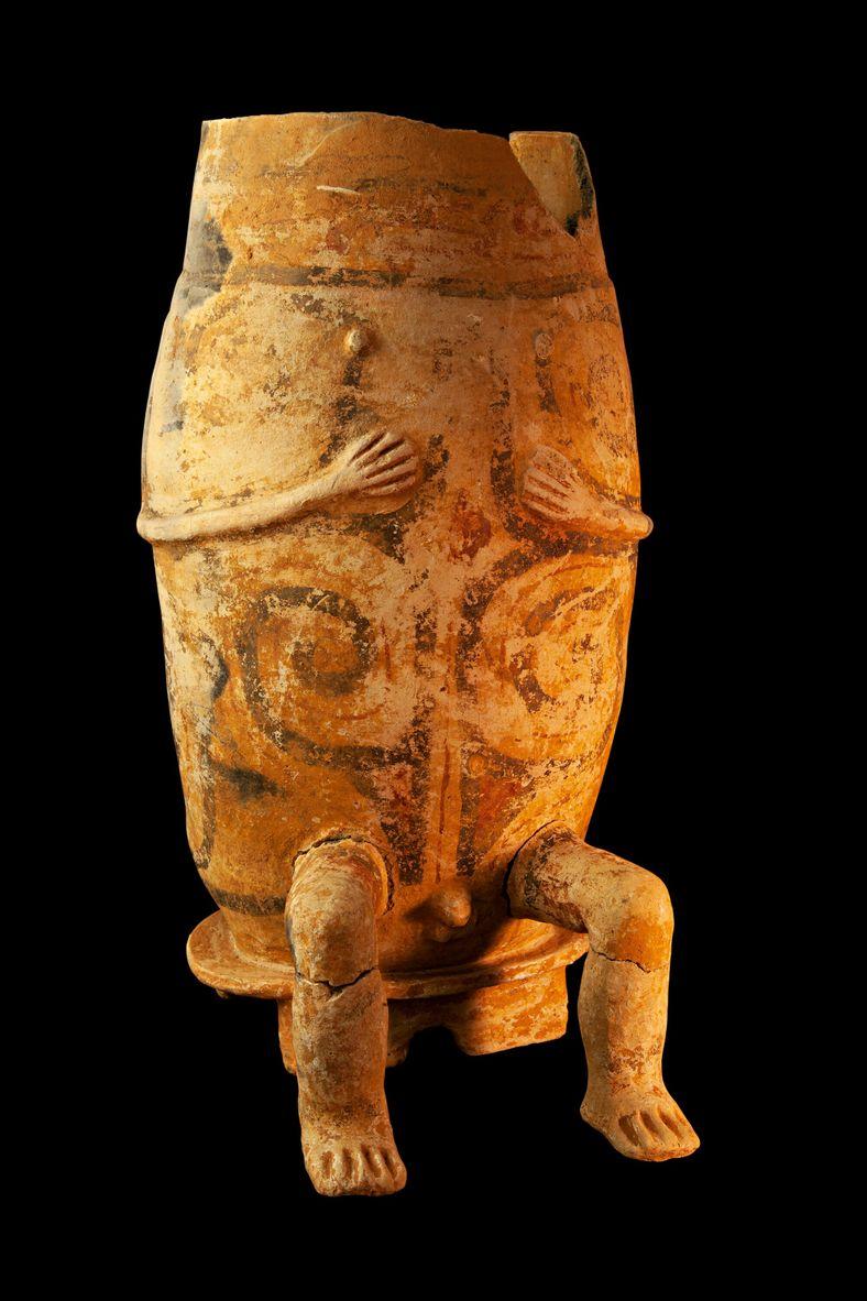 Urna funerária incompleta do estilo Caviana encontrada do sítio arqueológico Santo Antônio da Pedreira, no entorno ...