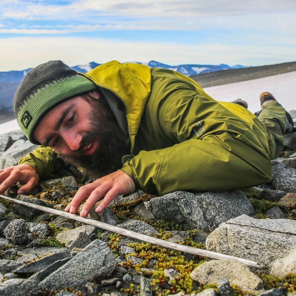 Gelo derrete e revela flechas atiradas há 6 mil anos na Noruega