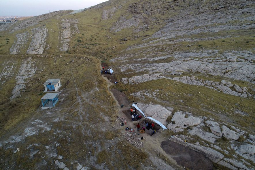 Arqueólogos descobriram os relevos de pedra enquanto escavavam um canal antigo no norte do Iraque. A ...