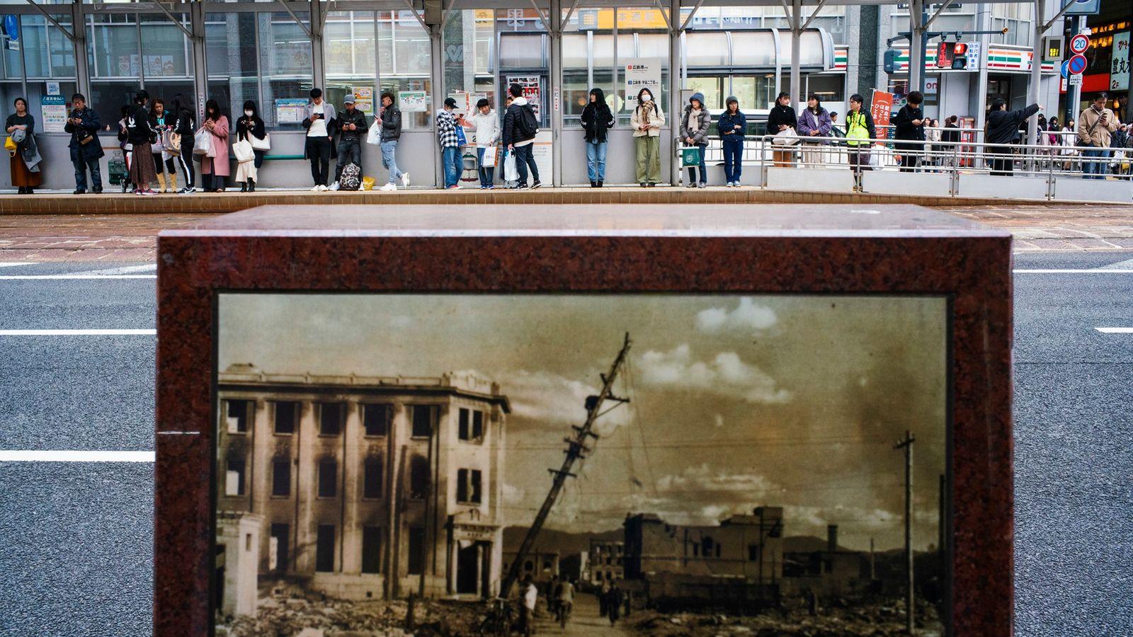 Pequeno monumento no centro de Hiroshima revela como a área ficou após a bomba reduzir a cidade a pedaços de concreto ...