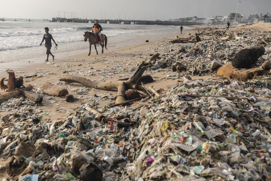 Bali luta para conservar suas lindas praias repensando o lixo plástico