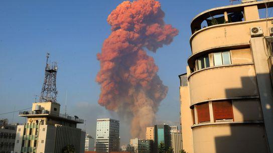 Uma grande explosão atingiu a capital libanesa, Beirute, em 4 de agosto. A explosão, que sacudiu ...