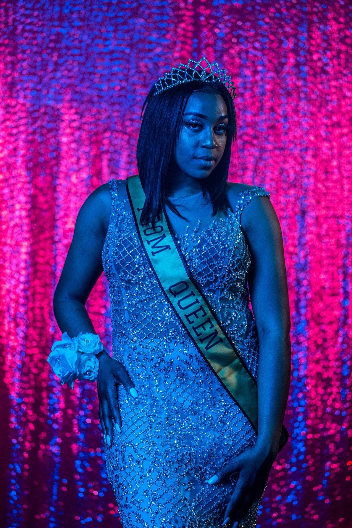 A rainha da formatura, Cha'Leyah Fleming, estudante do último ano do Colégio Northwestern High School, em ...