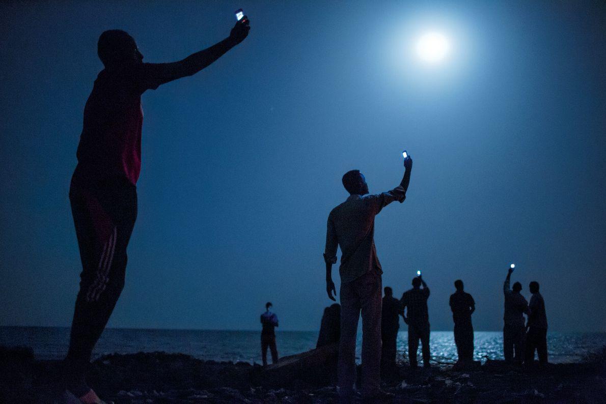 DJIBOUTI, REPÚBLICA DO DJIBUTI No início de 2013, o escritor da National Geographic Paul Salopek deu os ...