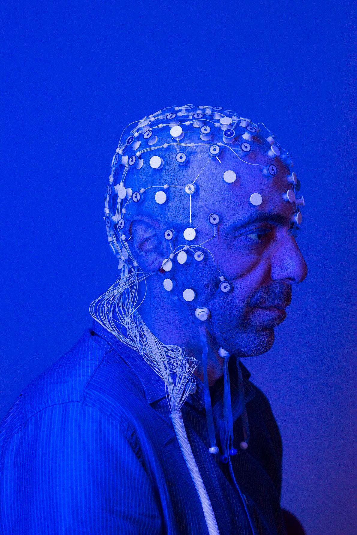 Vitaly Napadow, neurocientista da Faculdade de Medicina de Harvard e do Hospital Geral de Massachusetts, estuda a ...