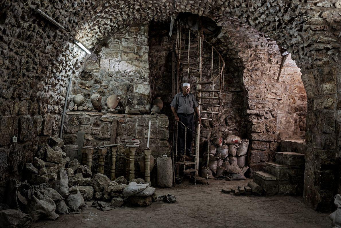 cacadores-de-biblia-caverna-arqueologia