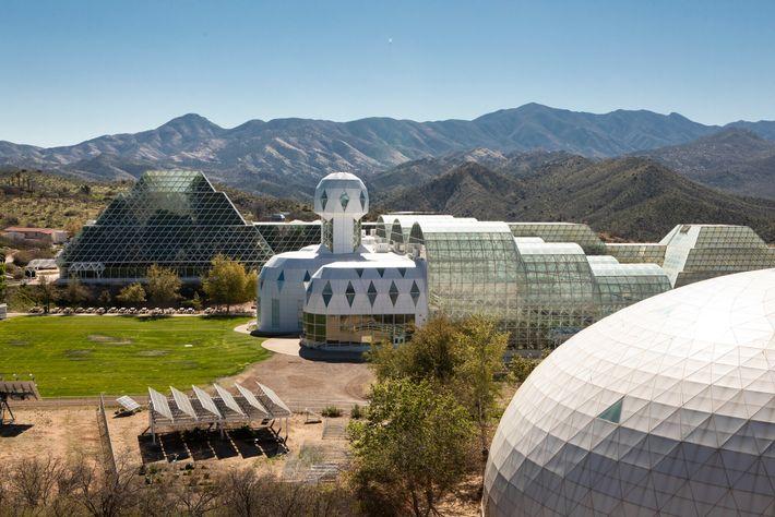 A Biosfera 2 em Oracle, no Arizona, possui uma floresta tropical em miniatura na qual as ...