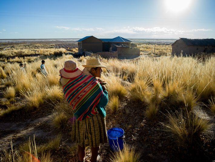 Candi Moya Maurício recolhe água de 3 a 4 vezes ao dia com seus filhos, rotina ...