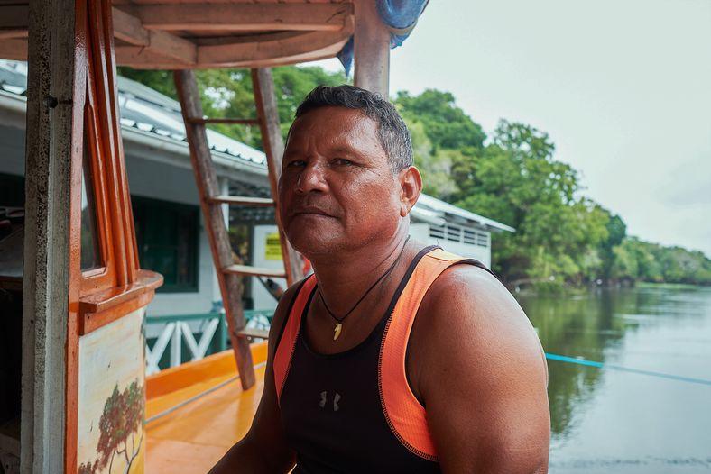 Antônio Peixe-boi nasceu na comunidade de Vila Alencar, hoje parte da reserva de desenvolvimento sustentável Mamirauá. Piloteiro da ...