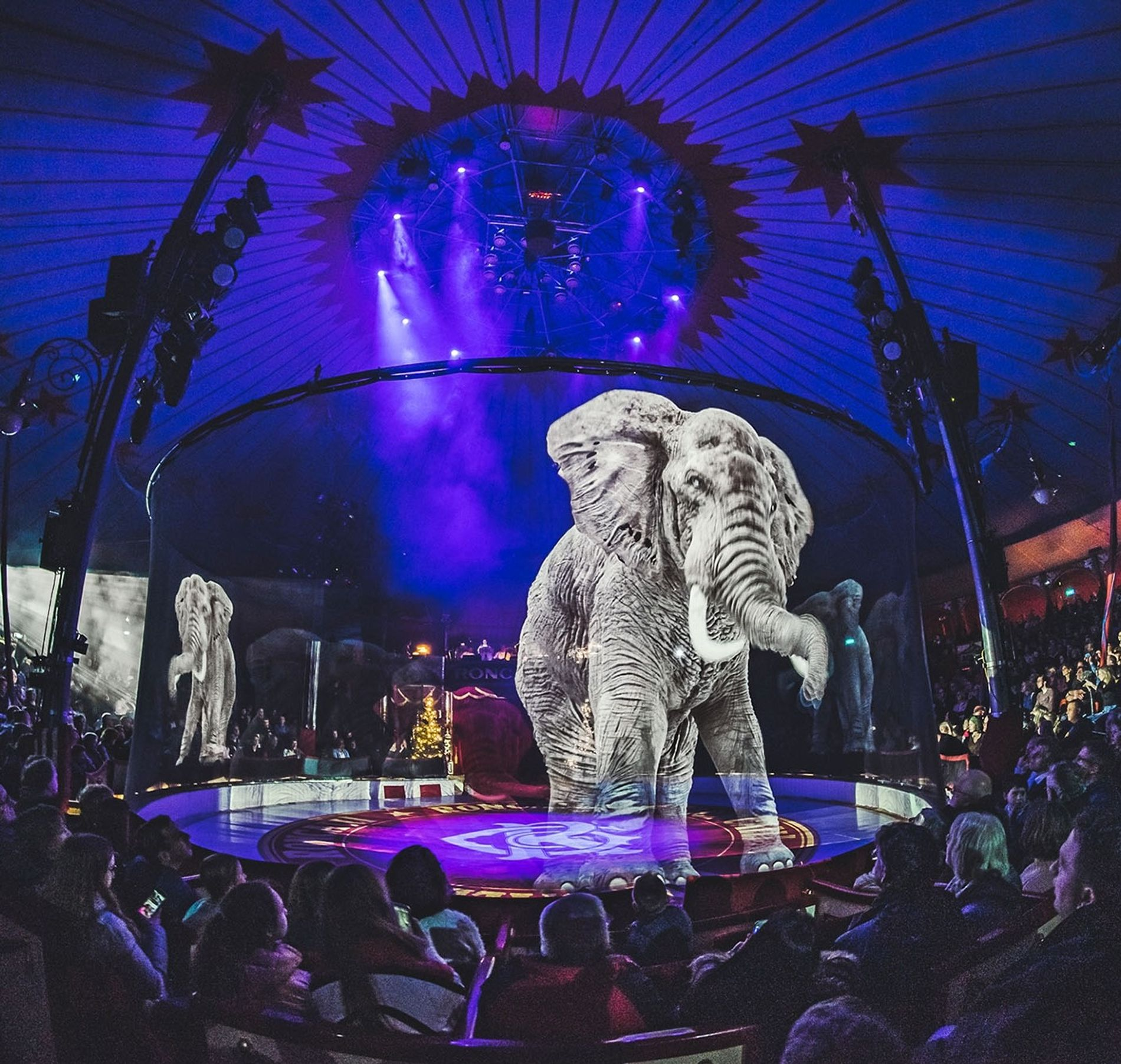 Holografia: Esse gigante deveria pesar mais de 10 toneladas, mas a criatura, feita de pixels, é ...
