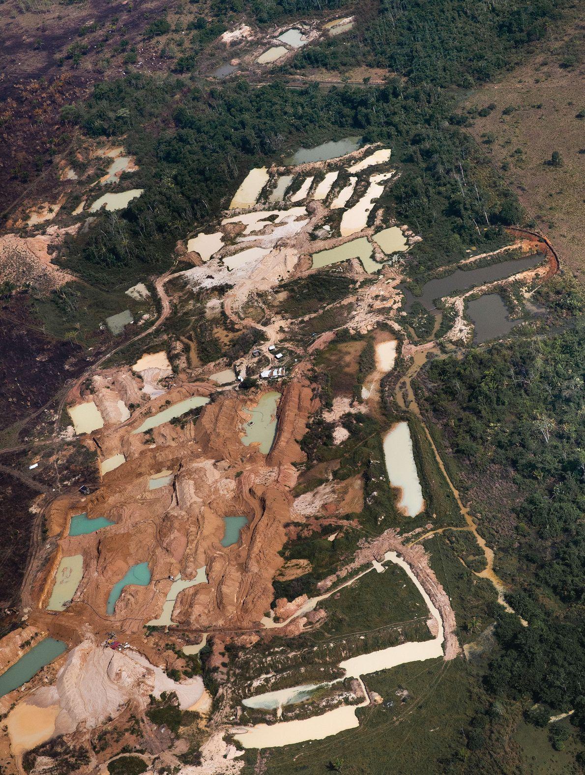 Mineração em uma área a sudoeste da cidade de São Félix do Xingu (PA), perto do ...