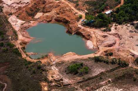 Imagens aéreas mostram o impacto da mineração na Amazônia