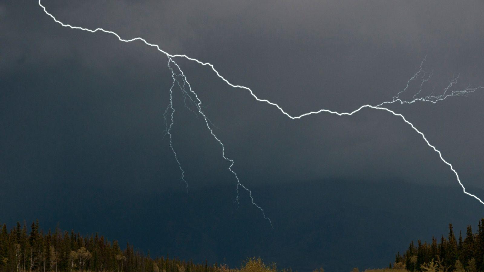 arctic-lightning