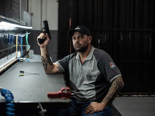 Registros de armas de fogo pelos CACs explodem no Brasil – mas quem são eles?