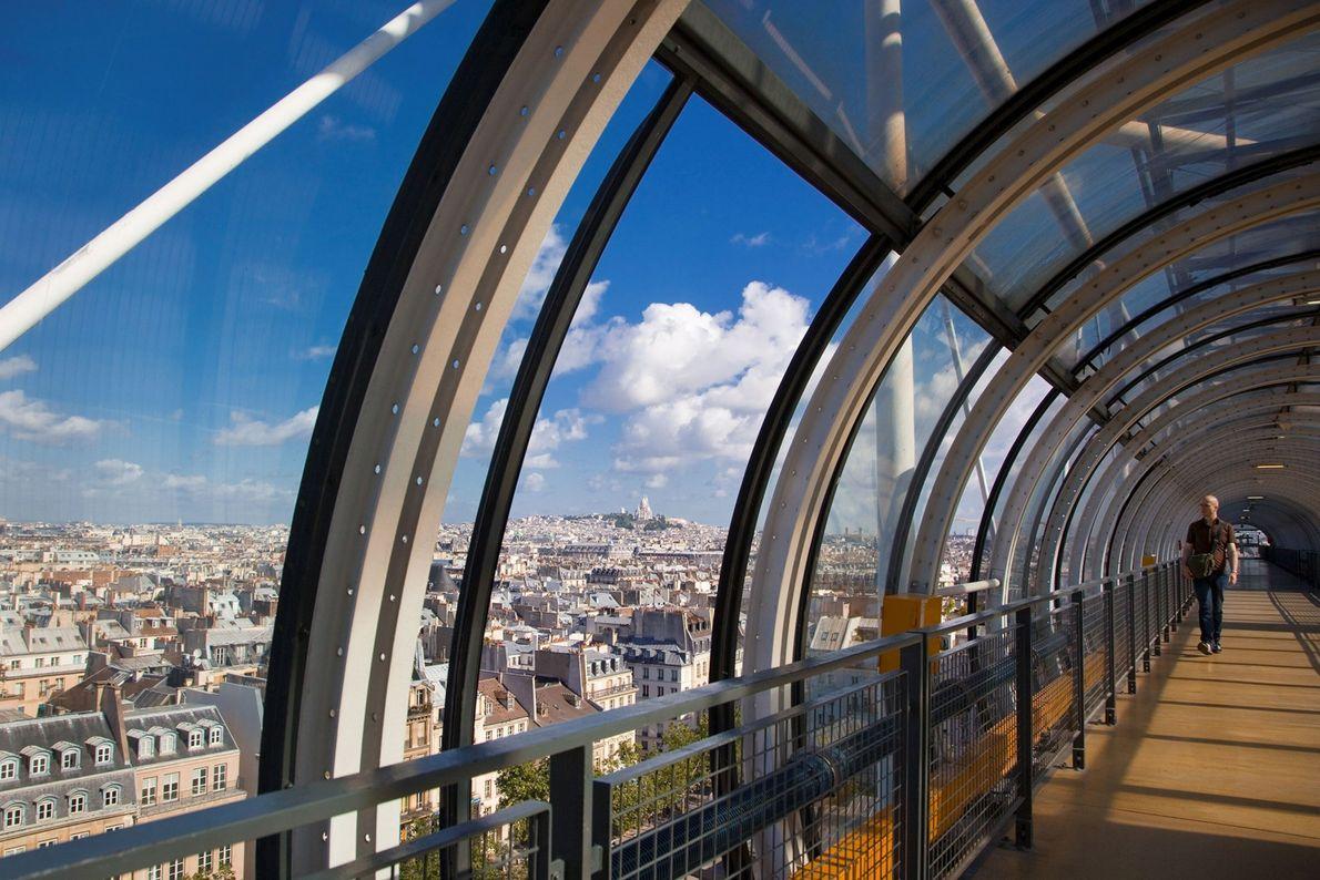 """CENTRO GEORGES POMPIDOU, FRANÇA  Sendo um dos primeiros exemplos de design do estilo """"avesso"""", o museu de ..."""
