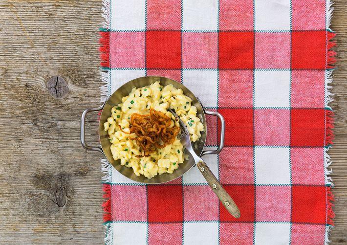 """O kaesespaetzle da Baviera pode ser descrito como """"o que o macarrão com queijo está tentando ..."""