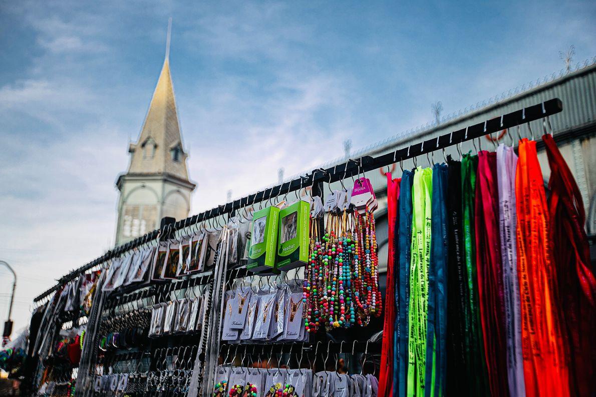 Itens são vendidos a fieis em frente ao mercado Ver-o-Peso, em Belém. O mercado é um ...