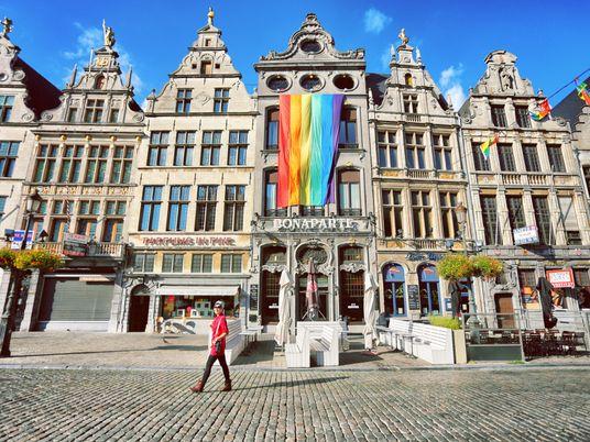 Celebre o mês do orgulho com 10 livros de viagens escritos por autores LGBTQIAP+