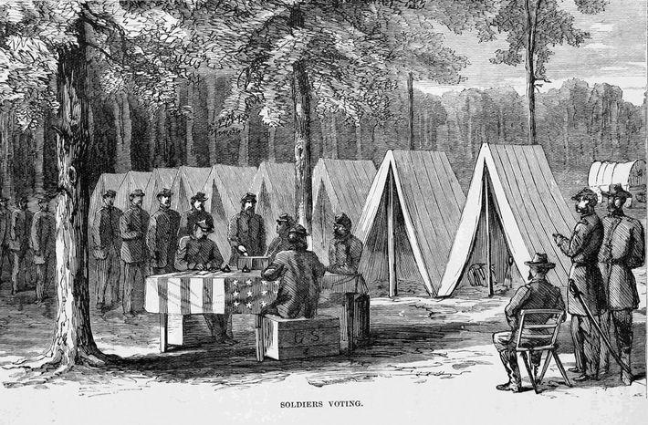 Ilustração de soldados do Exército da União em fila para votar durante a Guerra Civil dos ...