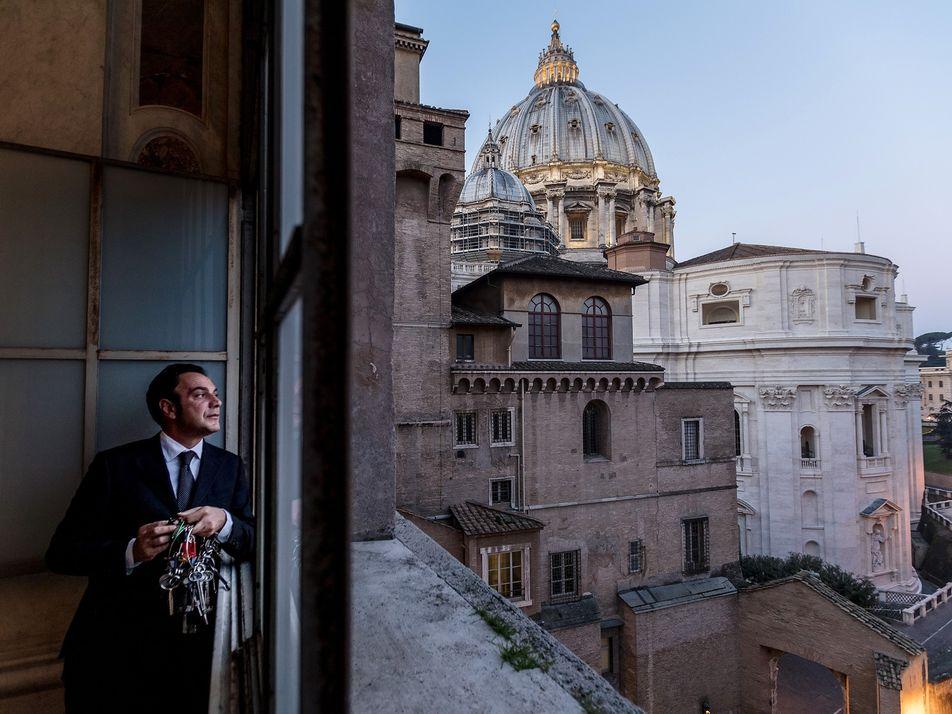Conheça o homem que tem as chaves do Vaticano