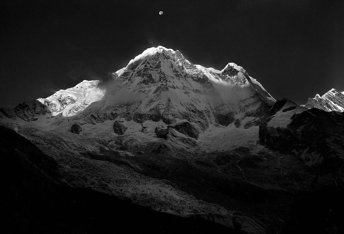 Em 03 de fevereiro de 1987, Jerzy Kukuczka e Artur Hajzer realizaram a primeira expedição de ...