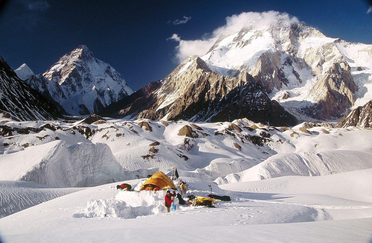 """Uma equipe polonesa liderada pelo veterano """"Guerreiro do Gelo"""" Krzysztof Wielicki realizou a primeira expedição de ..."""