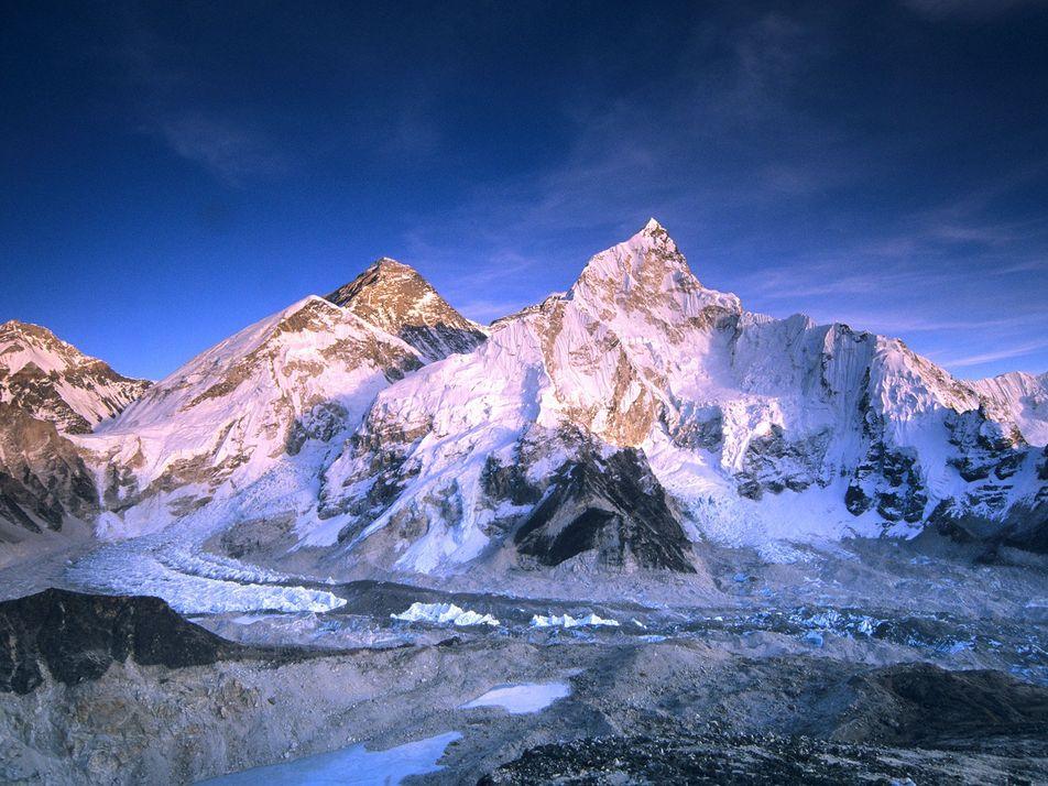 Fotos: Os impressionantes e mais altos picos da Terra em ângulos mortais