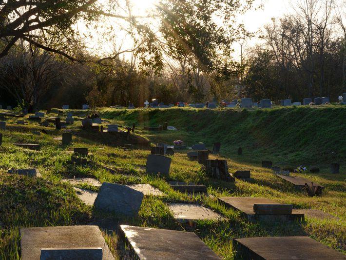 O Cemitério Old Plateau (também conhecido como Cemitério de Africatown) tornou-se o local de descanso final ...