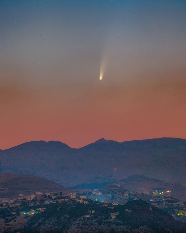 Imagem do cometa Neowise nos céus do Líbano, registrada em 8 de julho.