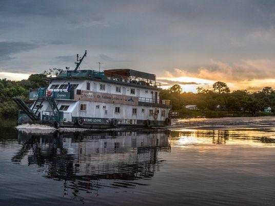 Barco hospital retoma viagens no Amazonas – um alento para ribeirinhos