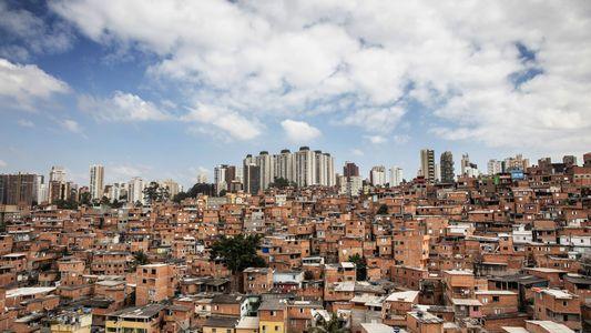 Falta comida nas favelas de São Paulo. Estas mulheres tentam resolver