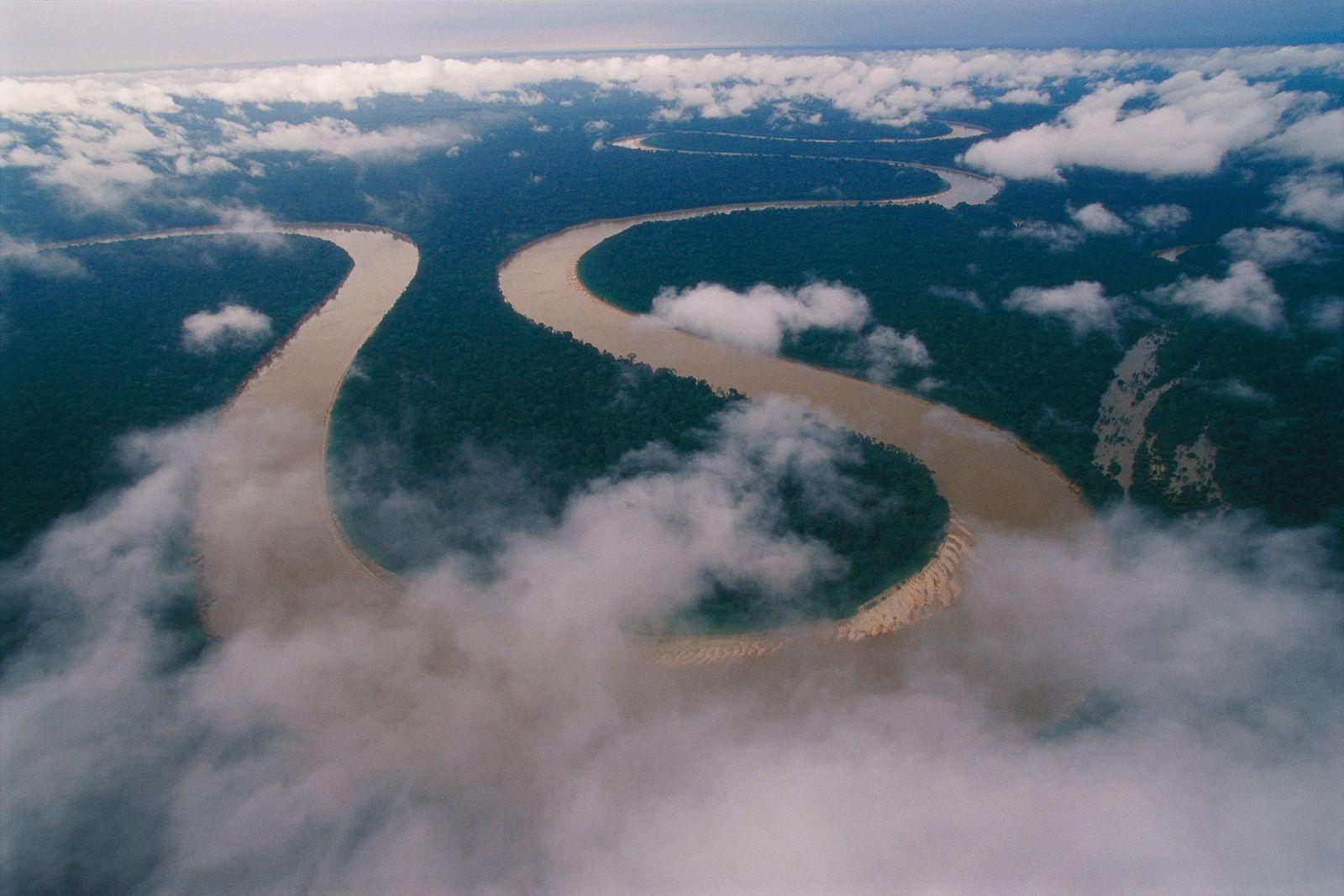 Cortando o extremo oeste da região amazônica do Brasil, o rio Itaquaí chega ao remoto território ...
