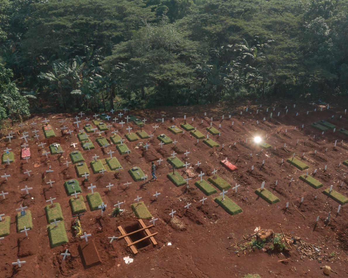 A Indonésia teve uma das taxas de mortalidade por covid-19 mais altas da Ásia. No leste ...
