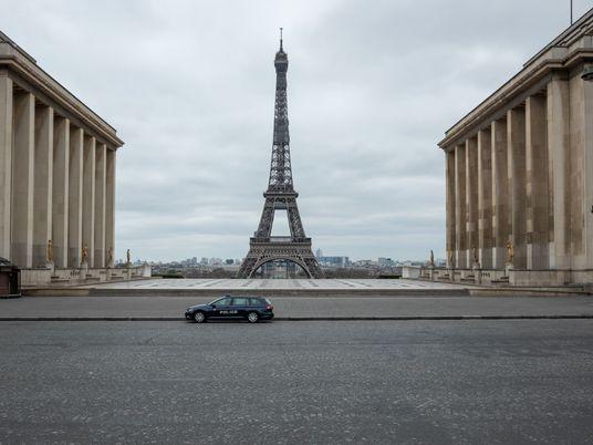 Fotógrafo captura Paris vazia durante isolamento forçado