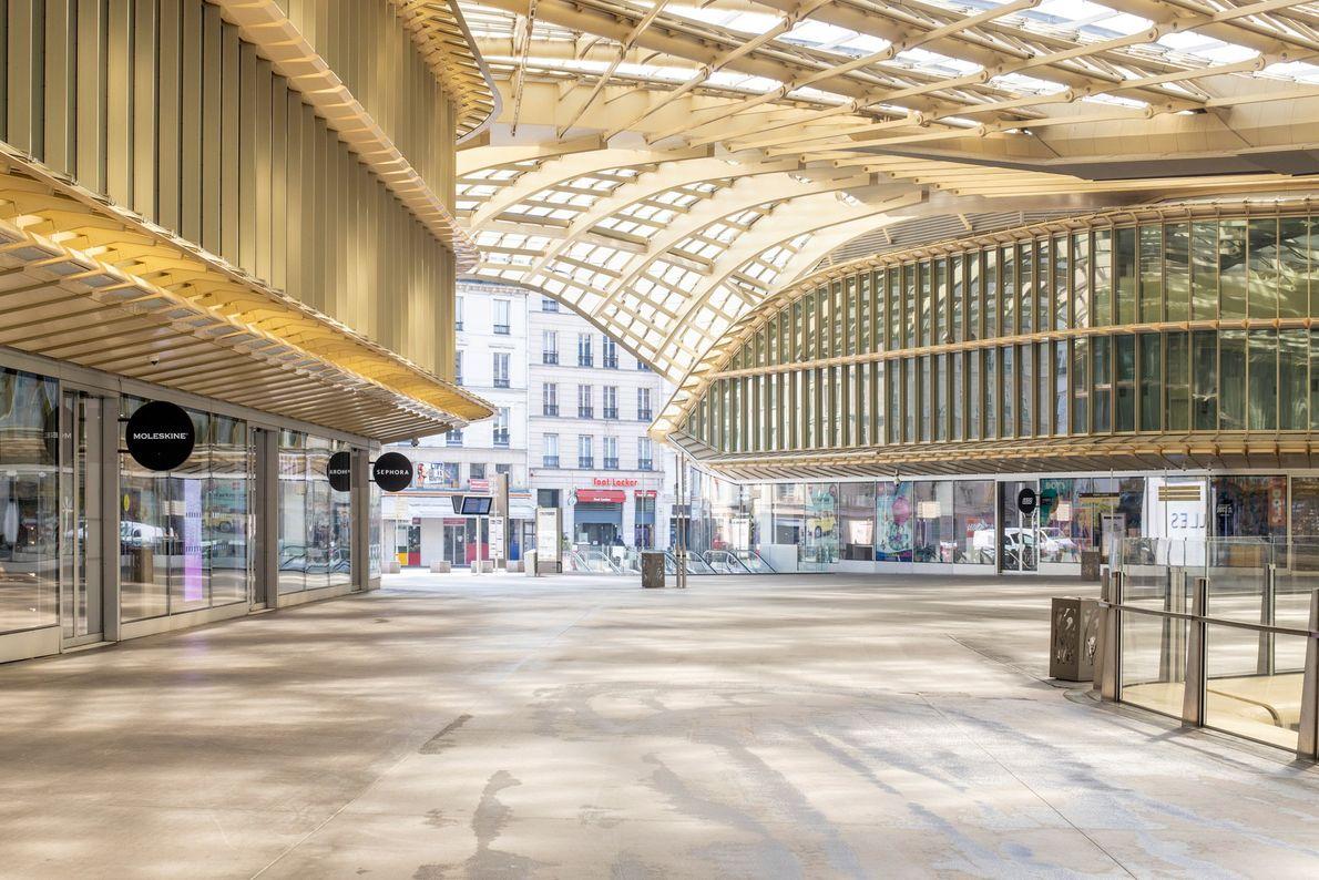 O Forum des Halles, no centro de Paris, é um dos maiores centros comerciais da Europa. ...