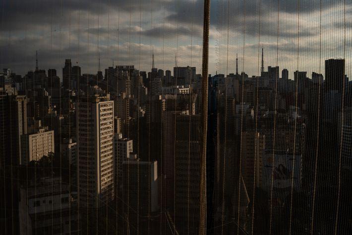 Em uma região tão densamente povoada como o centro de São Paulo, um vírus altamente contagioso como ...