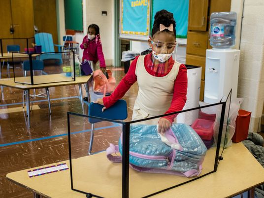 Crianças apresentam metade do risco de contaminação e transmissão da covid-19